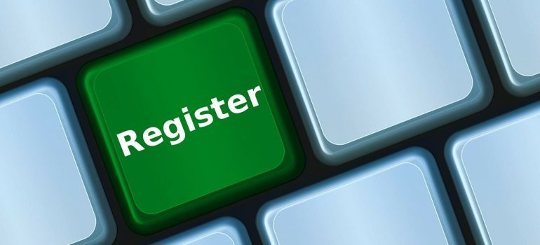 A green keyboard button with register written on it.